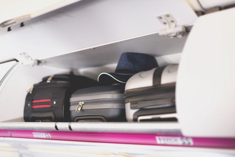 Bagaj de mana in avion