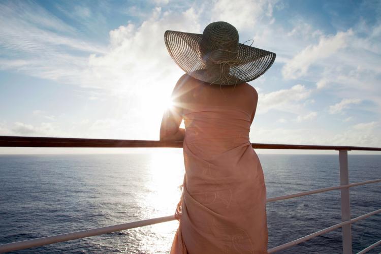 femeie nava croaziera