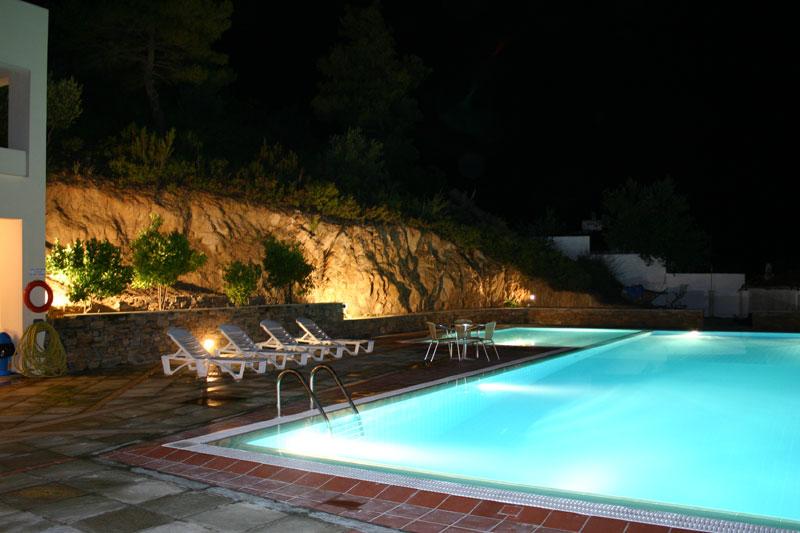 Rezervari hotel kanapitsa mare insula skiathos oferte for Piscina olimpia milano