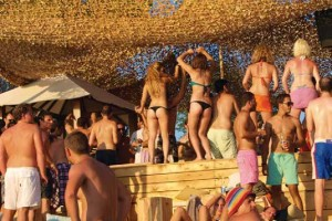 Pont 9 - Beach Party_01