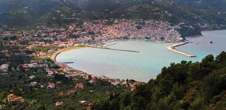 Plaja din orasul Skopelos